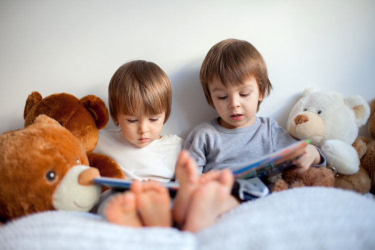 brothers-reading-stories